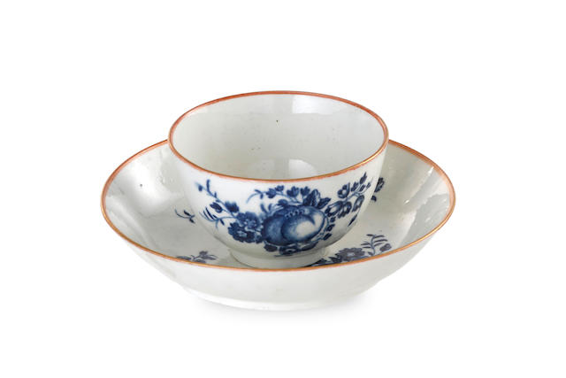 A Worcester porcelain tea bowl and saucer, 18th century