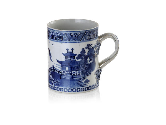 A Chinese export blue and white porcelain mug, late 18th cenury