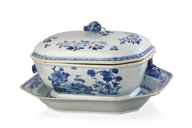 A Chinese export blue and white rectangular porcelain soup tureen, cover and stand, late 18th century