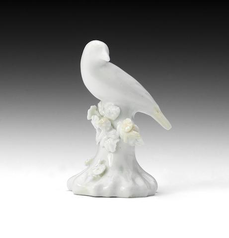 A Lowestoft/Isleworth white porcelain bird (minor repairs)