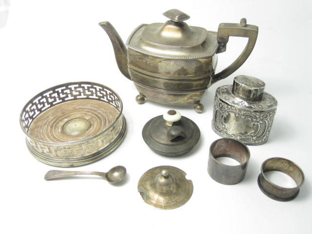 A small collection of silver various makers and dates  (5)