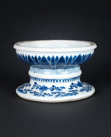 A blue and white stand with lotus base-possibly 17th century