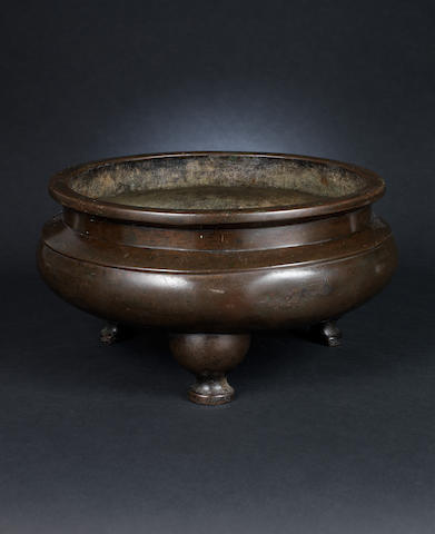 A bronze circular incense burner Qian Qing Gong three-character mark