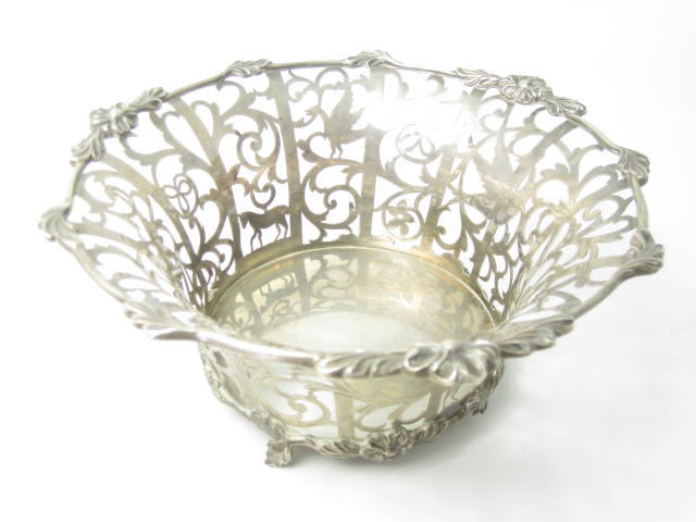 A pierced silver basket by Goldsmiths & Silversmiths Co Ltd, London 1908