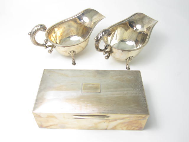 A pair of silver sauce boats by Deakin & Francis, Birmingham 1931  (3)