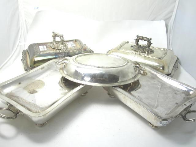 Two silver plated entree dishes and covers 19th Century, Sheffield  (5)