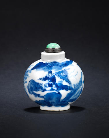 A blue and white snuff bottle Qianlong four-character mark