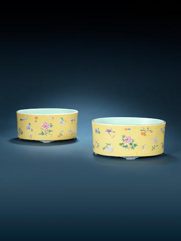 A pair of famille rose oval jardinières Early 20th century, Hongxian yuzhi four-character marks