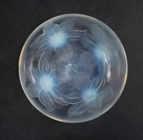 A lalique glass bowl lillies (Lys) no 382