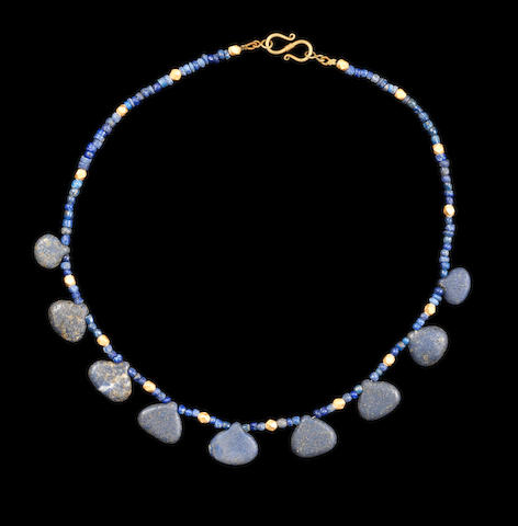 A Bactrian gold and lapis lazuli bead necklace