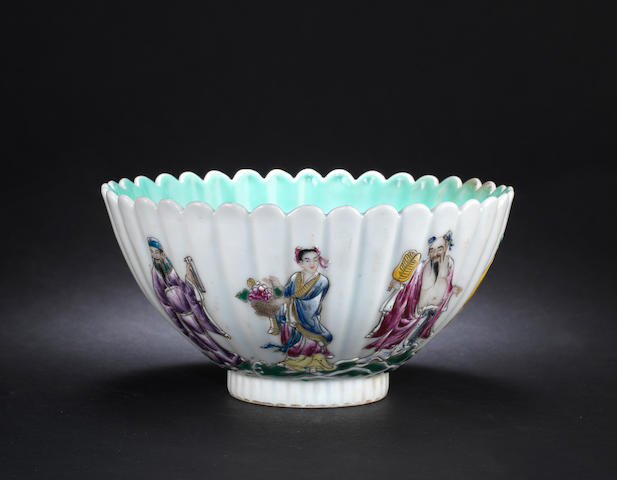 A famille rose bowl with foliate rim Xianfeng six-character mark