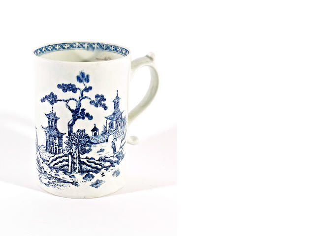 A Lowestoft mug, circa 1765