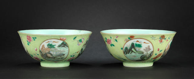 A pair of bowls, Qianlong marks, 19th century (one with hairline)