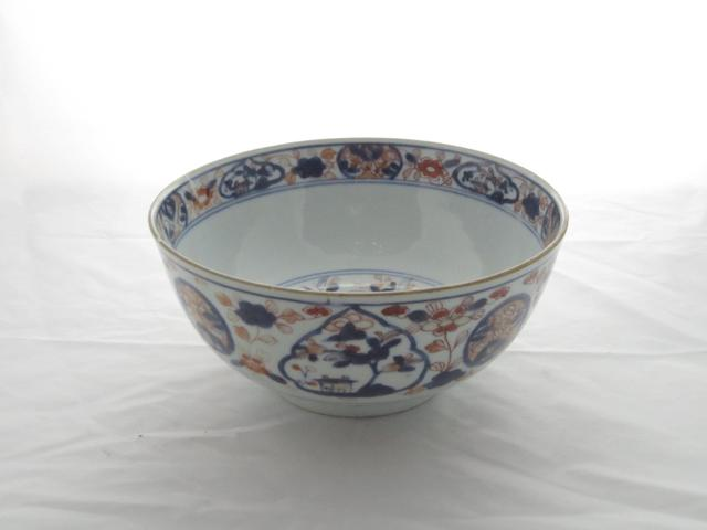 An Imari bowl Bearing a Kangxi ruyi head mark,