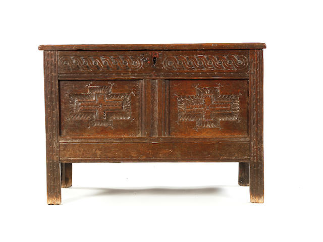A small Elizabeth I/James I oak coffer