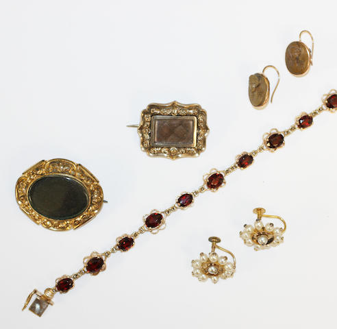 Assorted jewellery,  (5)