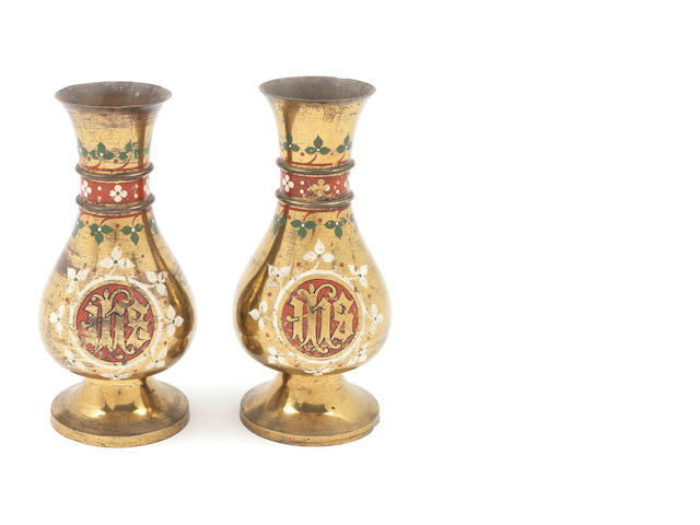 Des. A pair of brass Hardman vases, Paul Reeves