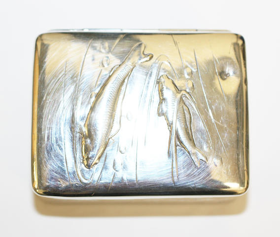 A Japanese white metal snuff box,