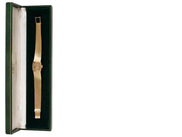 International Watch Co: An 18ct gold lady's wristwatch