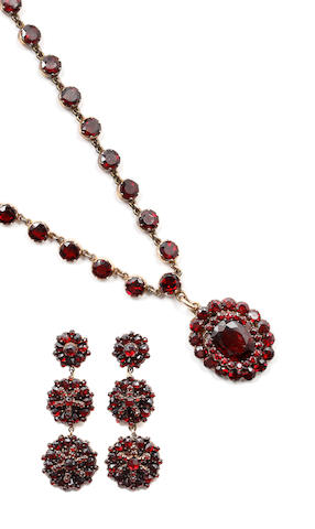 A garnet necklace and earpendants (2)