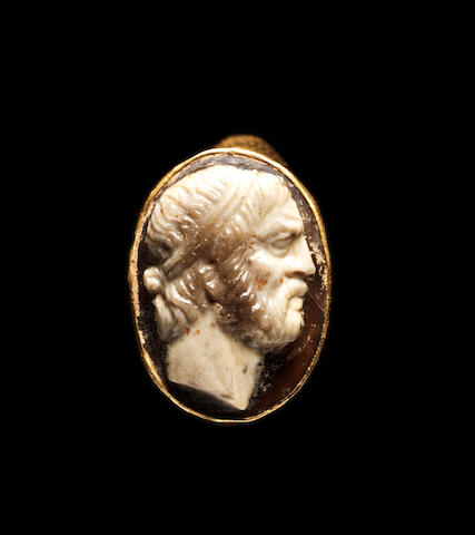 A Roman gold and onyx cameo ring
