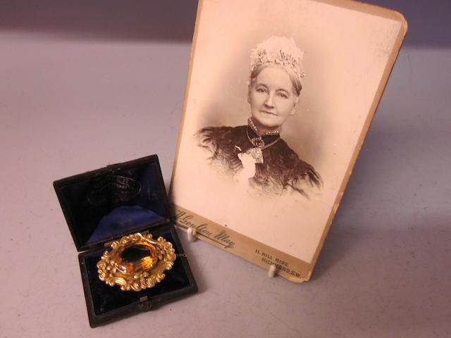 A Victorian gold brooch,