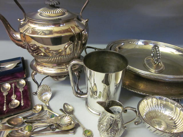 A Victorian set of six silver teaspoons and tongs,  by James Round,  Sheffield 1878,   (Qty)
