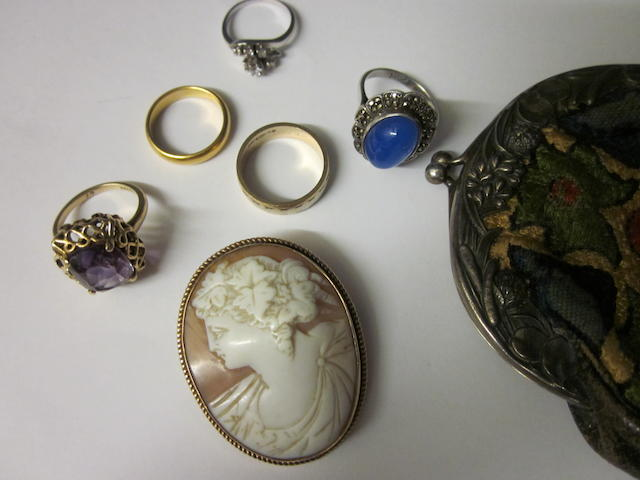 A 9 carat gold amethyst dress ring,