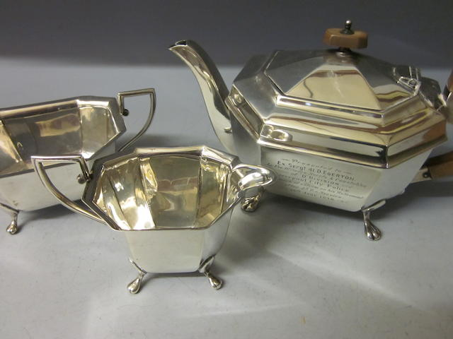 A matching three piece silver tea service, by E Viner,  Sheffield 1936/37,  (3)