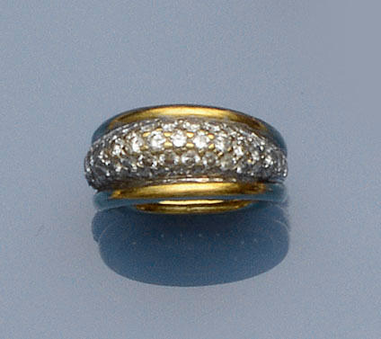 A diamond bombé ring
