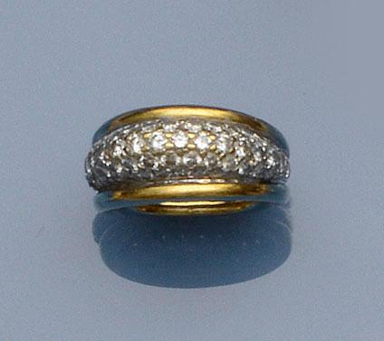 A diamond bombé ring