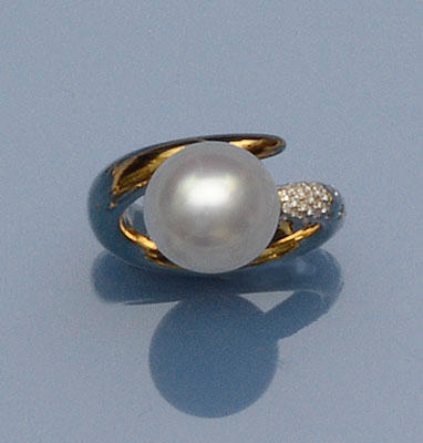 A cultured pearl and diamond ring, by Paspaley