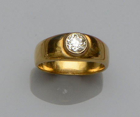A gentleman's diamond single stone ring