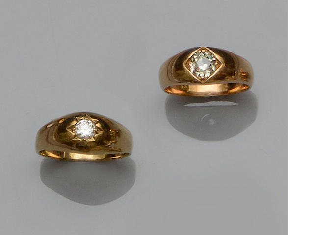 Two gentleman's diamond single stone rings (2)