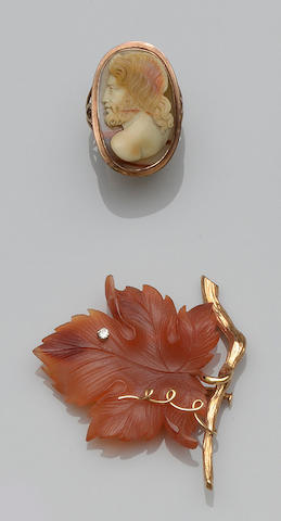 A hardstone cameo ring (3)