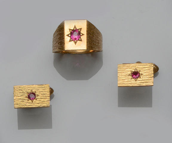 A 9ct gold and ruby set ring, cufflinks and tie pin suite (5)