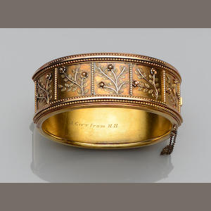 A Victorian gold bangle and a curb-link bracelet (2)