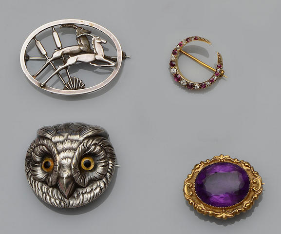 A collection of jewellery