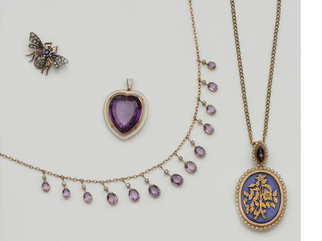 A collection of antique jewellery (4)