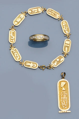 A matched bracelet and pendant suite (3)