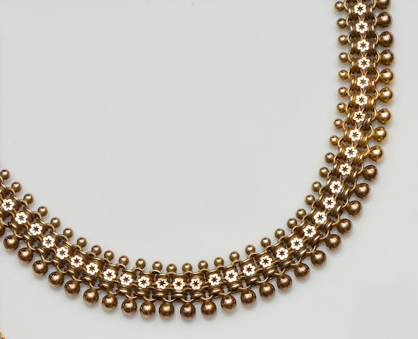 A Victorian gold necklace