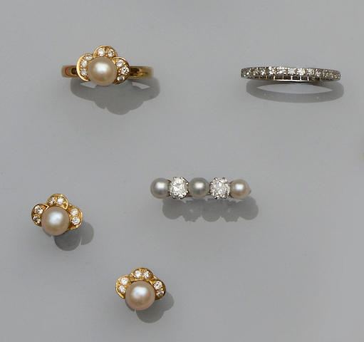 A small collection of diamond and cultured pearl jewellery (4)