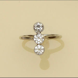 A diamond three stone ring and two diamond single stone rings (3)