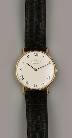 International Watch Company: A 9ct gold cased gentleman's wristwatch,