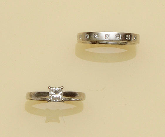 A diamond single stone ring and a diamond set wedding ring (2)