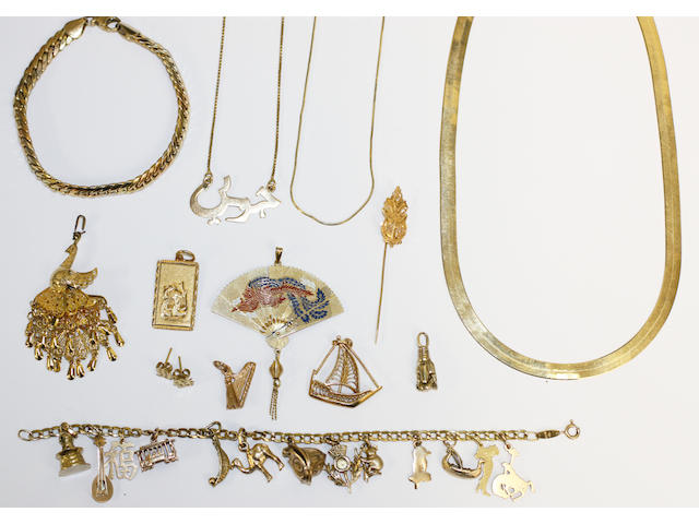 Assorted yellow precious metal jewellery,