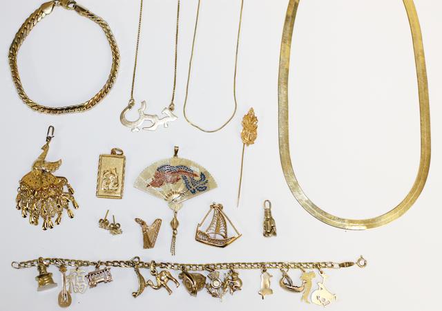 Assorted yellow precious metal jewellery,