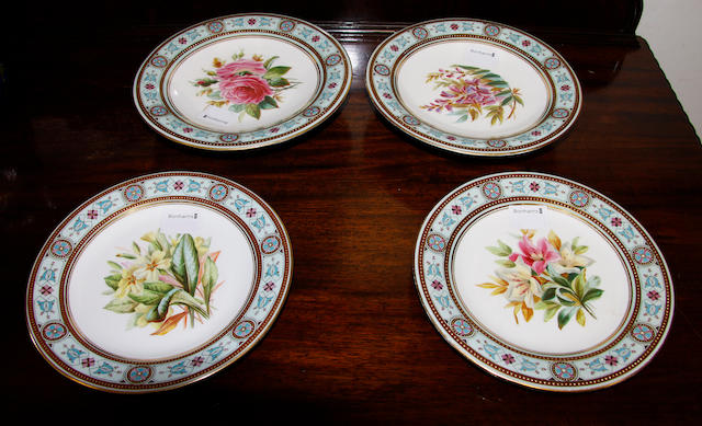 Two Worcester comports and two matching plates.