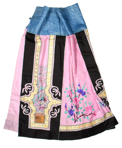 A pink ground silk skirt