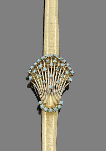 A turquoise-set bracelet